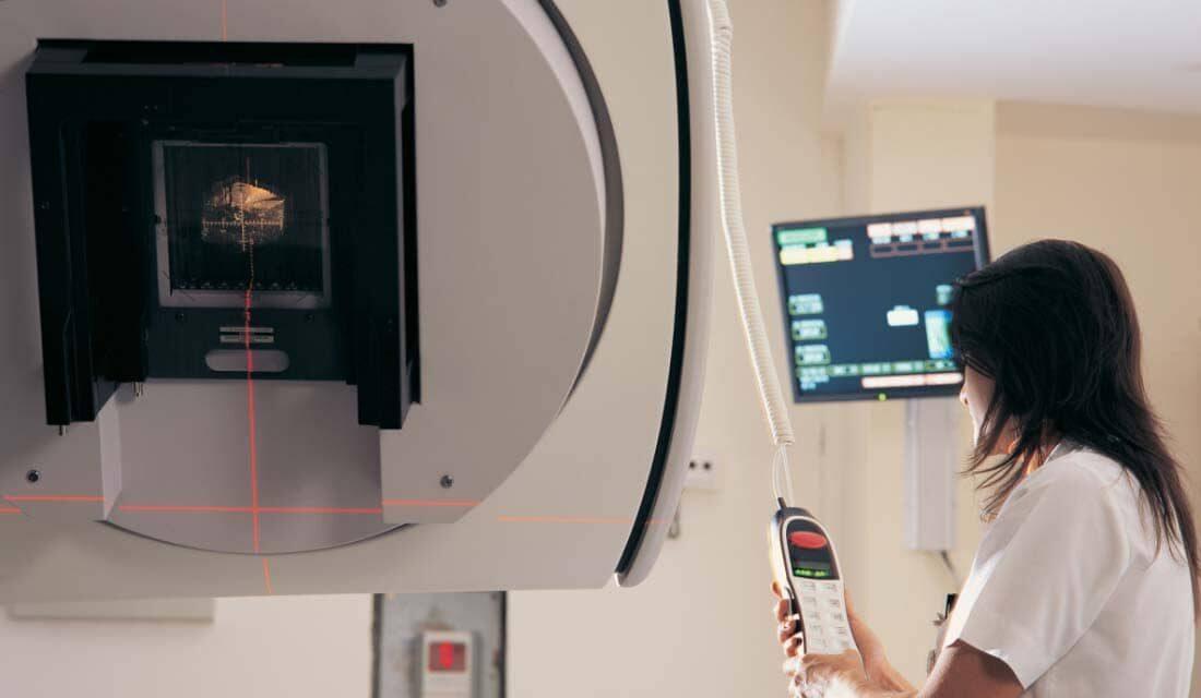 appareil de radiothérapie avec une manipulatrice