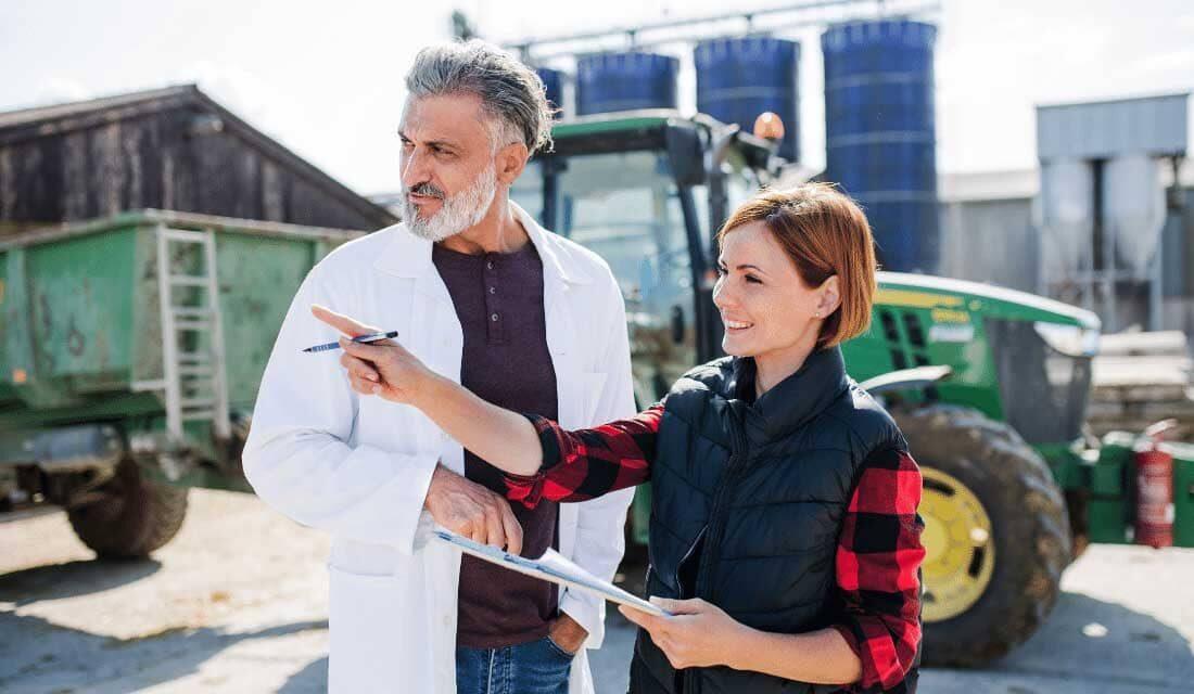 homme et femme au travail